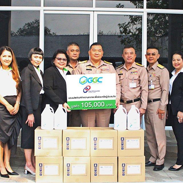 กลุ่ม GGC จับมือทัพเรือไทย ซับน้ำตาชาวใต้จากภัยปาบึก ส่งมอบน้ำยาล้างพื้นพันแกลลอนจากผลิตภัณฑ์บริษัทฯ